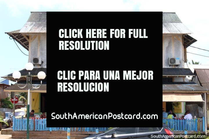 El hotel, bar y restaurante al lado de la plaza de Saint Georges, en la Guayana Francesa. (720x480px). Las 3 Guayanas, Sudamerica.