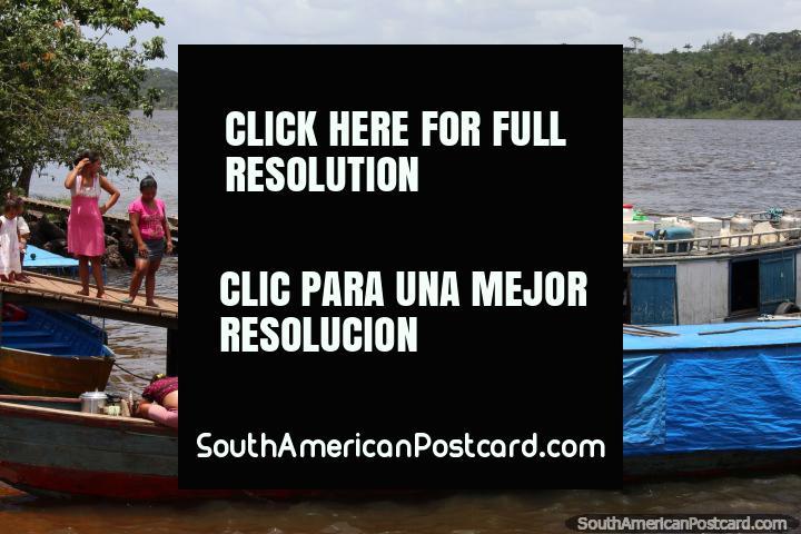El rosa es un color favorito de los lugareños que viajan entre la Guayana Francesa y Brasil. (720x480px). Las 3 Guayanas, Sudamerica.
