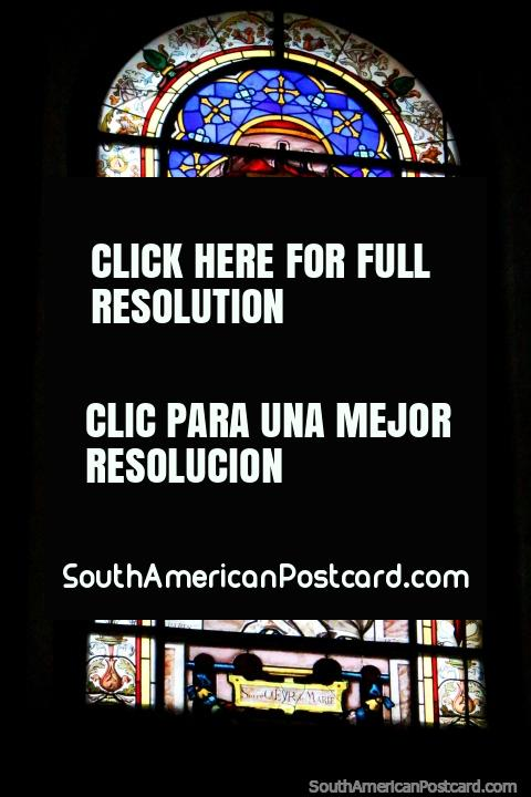 Vidriera de una mujer en la catedral en Cayenne, Guayana Francesa. (480x720px). Las 3 Guayanas, Sudamerica.