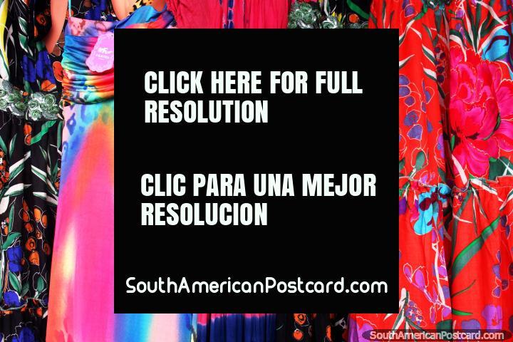 Vestidos de colores tan desgastado por las mujeres de Cayenne en la Guayana Francesa. (720x480px). Las 3 Guayanas, Sudamerica.