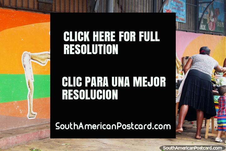 Una figura con una piqueta pintado en una pared en el mercado central en Cayenne, Guayana Francesa. (720x480px). Las 3 Guayanas, Sudamerica.