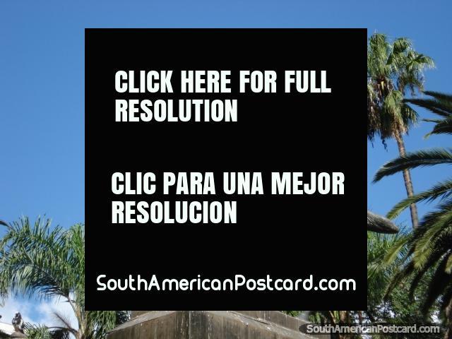 Hombre en un caballo, estatua en Salta. (640x480px). Argentina, Sudamerica.