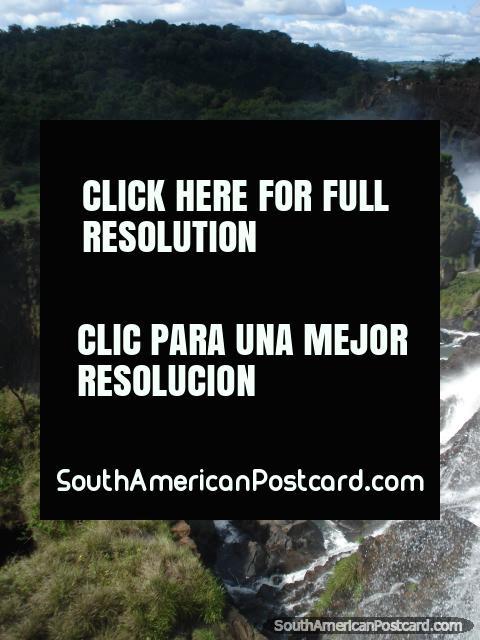 Demasiados litros de agua decreciente para mí para contar en caídas de Iguazu. (480x640px). Argentina, Sudamerica.