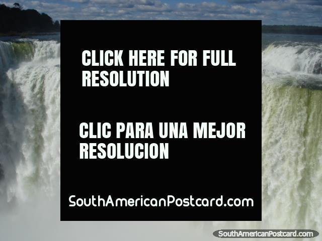 Enormes montantes de queda de água em Garganta do Diablo de Iguaçu. (640x480px). Argentina, América do Sul.