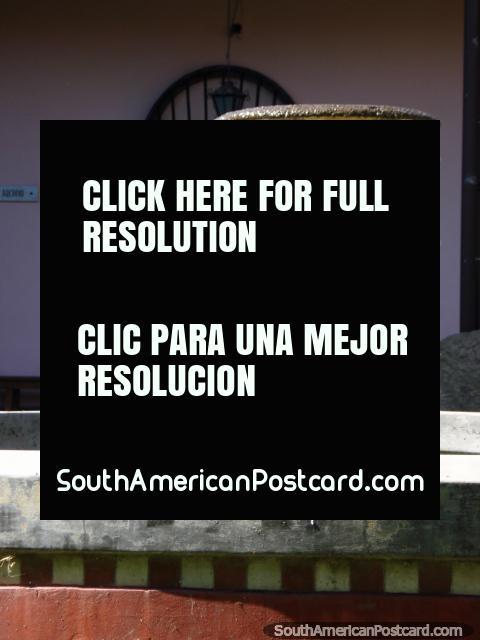 Fuente en Salta con pequeños ángeles. (480x640px). Argentina, Sudamerica.