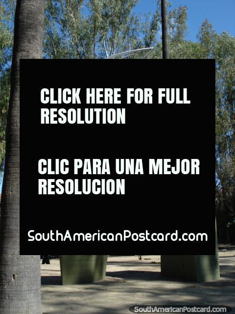 Monumento en Parque San Martin en Salta. (480x640px). Argentina, Sudamerica.