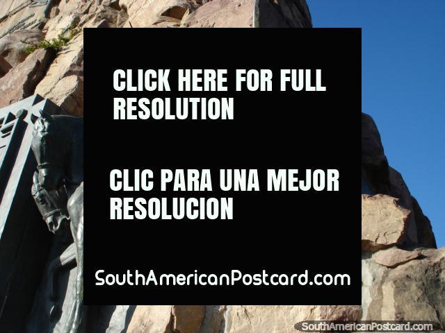 Bronce y roca, el monumento de Guemes en Salta. (640x480px). Argentina, Sudamerica.