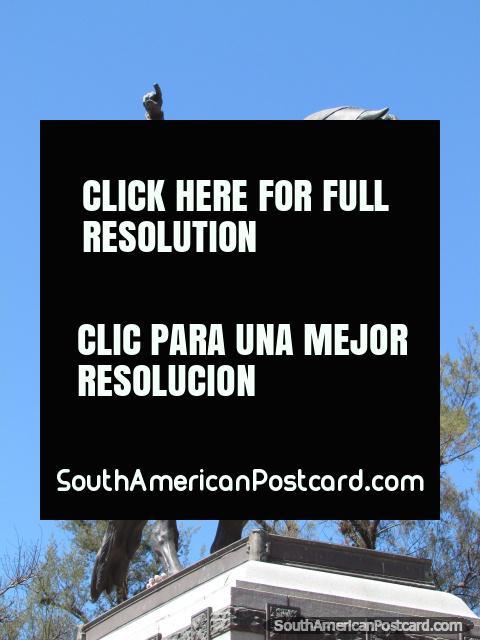 El líder de independencia Jose de San Martin, monumento en un parque de Jujuy. (480x640px). Argentina, Sudamerica.