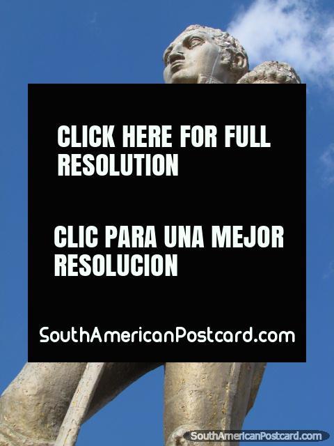 Héroes de Islas Malvinas de monumento de combate en Salta. (480x640px). Argentina, Sudamerica.