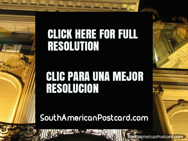 Columnas blancas, tiro de noche de Rosario centro histórico. (640x480px). Argentina, Sudamerica.