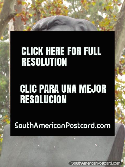 Pablo Sarasate (1844-1908), violin virtuoso from Spain, monument in Rosario. (480x640px). Argentina, South America.