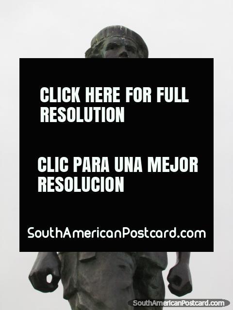 Statue of Che Guevara in Plaza Che in Rosario. (480x640px). Argentina, South America.