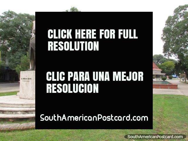 Plaza Cristobal Colon monument and park in Santa Fe. (640x480px). Argentina, South America.