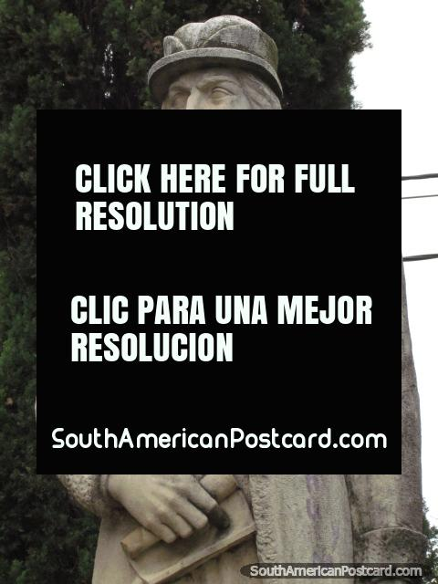 Cristobal Colon monument in Santa Fe. (480x640px). Argentina, South America.