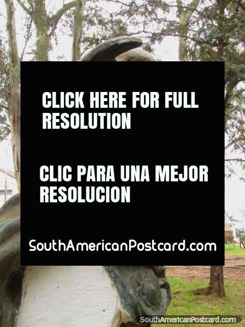 Estatua del tipo Griego en Parque Quiros en Colon. (480x640px). Argentina, Sudamerica.