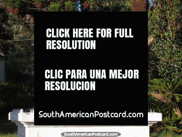 2 trabalho em metal de varrões de luta em Parque San Martin em Mendoza. (640x480px). Argentina, América do Sul.