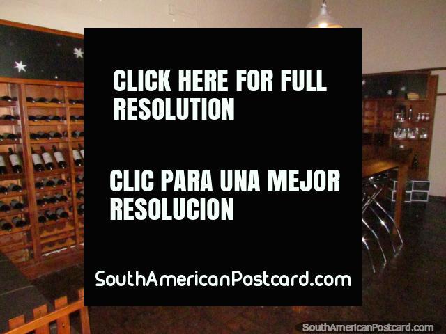 A loja de vinho no vinho viaja em Bodega Domiciano em Mendoza. (640x480px). Argentina, América do Sul.