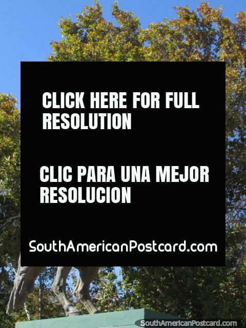 El General Jose de San Martin en su caballo, un monumento en Parque de Mayo en San Juan. (480x640px). Argentina, Sudamerica.