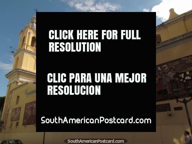 Murals on the side of church Basilica de la Merced in Cordoba. (640x480px). Argentina, South America.