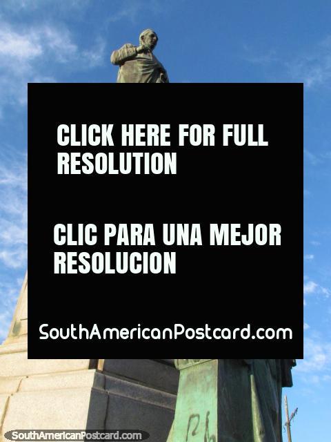 Dean Gregorio Funes (1749-1829) estatua en Córdoba, un político e historiador. (480x640px). Argentina, Sudamerica.