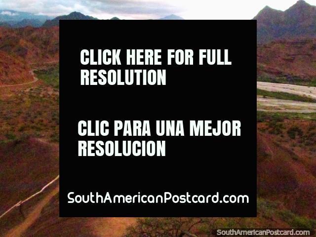 Vistas de la vigilancia - Mirador Tres Cruces, Quebrada de las Conchas en Cafayate. (640x480px). Argentina, Sudamerica.