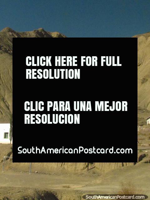 Una iglesia blanca en las montañas en camino a Paso de Jama. (480x640px). Argentina, Sudamerica.