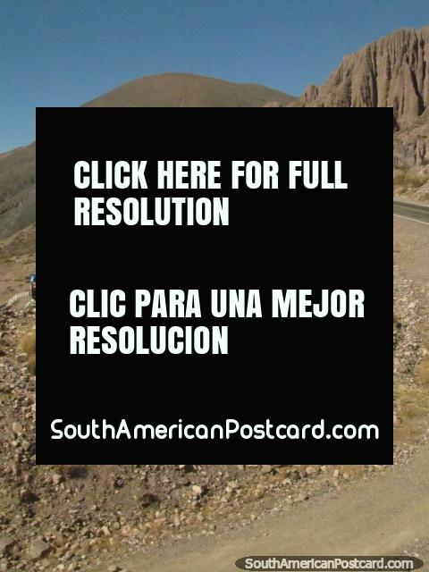 Las curvas para subir las montañas comienzan hasta Paso de Jama. (480x640px). Argentina, Sudamerica.