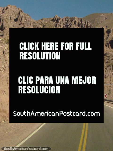El viaje las montañas a Paso de Jama toma unas horas. (480x640px). Argentina, Sudamerica.