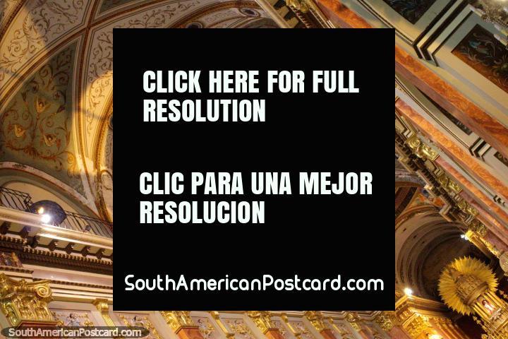 O teto da catedral em Salta, uma grande vista na cidade. (720x480px). Argentina, América do Sul.