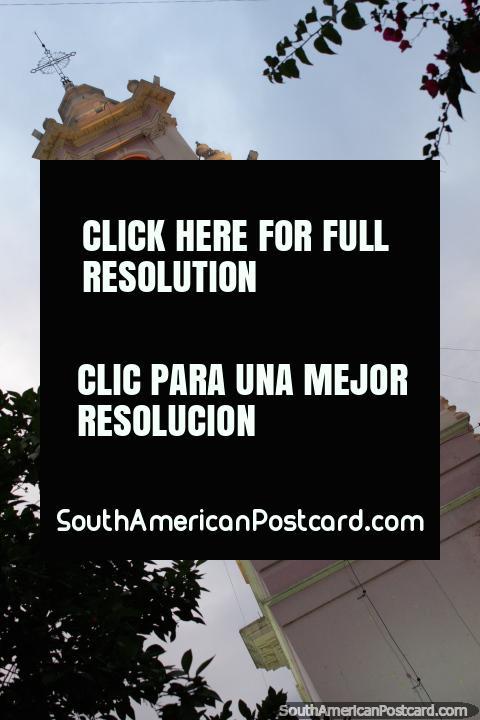 O campanário de tarde, catedral de Salta. (480x720px). Argentina, América do Sul.
