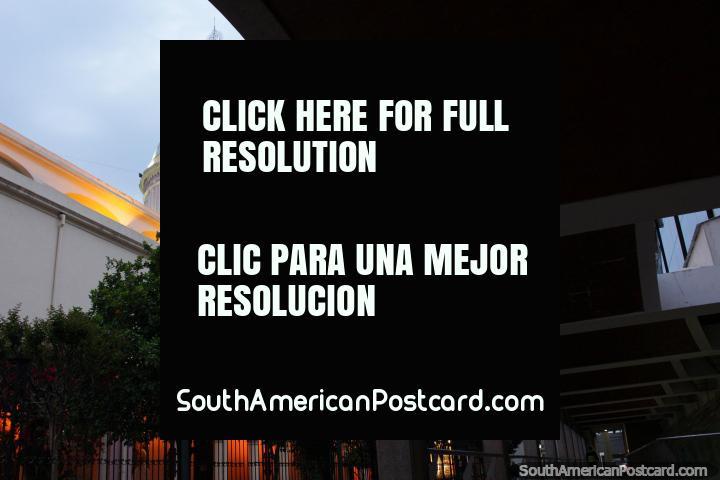 Originalmente destruïdo em um terremoto em 1844, a catedral de Salta reedificou-se em 1858. (720x480px). Argentina, América do Sul.