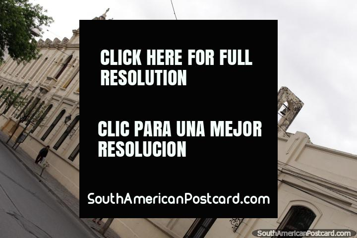 Casa de Huerfanas - Lucinda Quiroz, um velho edifïcio com um campanário em Salta. (720x480px). Argentina, América do Sul.