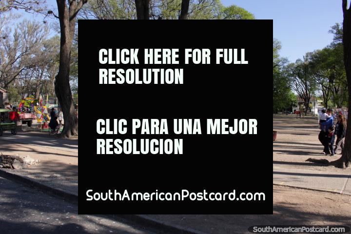 Domingo del Parque San Martín, en Salta, muchas actividades para los niños. (720x480px). Argentina, Sudamerica.