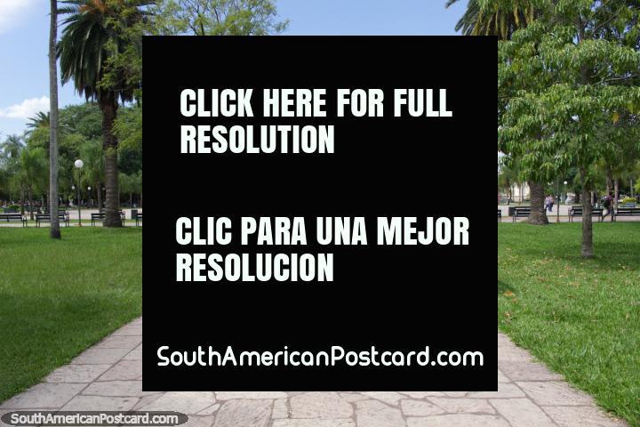 Praça pública 25 de Mayo em Resistencia, mais como um parque do que uma praça pública. (720x480px). Argentina, América do Sul.