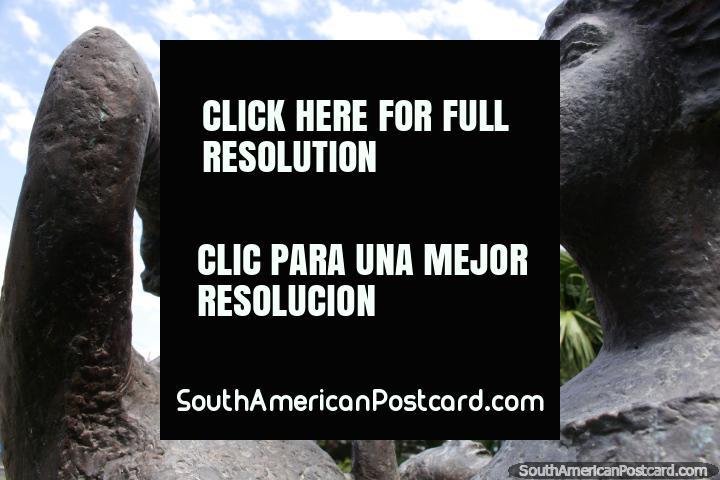 Homenaje um una Primavera por Selva Vega, escultura em Resistencia. (720x480px). Argentina, América do Sul.