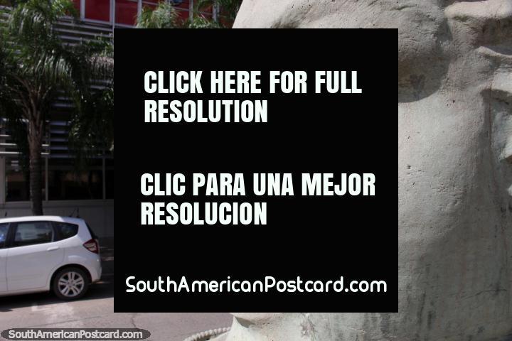 Enorme escultura dianteira de Manuel Belgrano, argentino famoso, em Resistencia. (720x480px). Argentina, América do Sul.