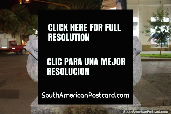 Metamorfosis by Ruben Locaso, a rocky stone sculpture in Resistencia. (720x480px). Argentina, South America.