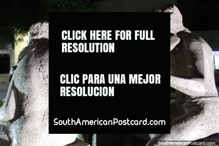 Bordeando por Francesco Martire, escultura de 3 músicos que actúan en Resistencia. (720x480px). Argentina, Sudamerica.