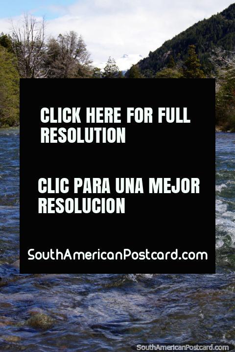 O Rio Minero perto do Lago Traful, um pequeno rio e não demasiado bruscamente. (480x720px). Argentina, América do Sul.