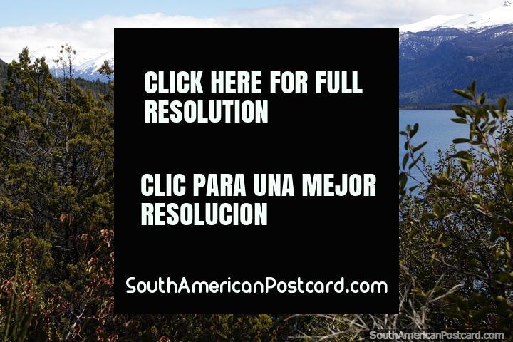 Primer vistazo al Lago Traful que está a una altitud de 760m y tiene 38kms de longitud. (720x480px). Argentina, Sudamerica.