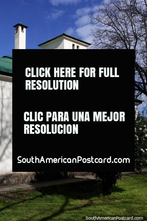 La atalaya del hospital de El Bolsón, donde los primeros médicos se dirigían a los pacientes a caballo. (480x720px). Argentina, Sudamerica.