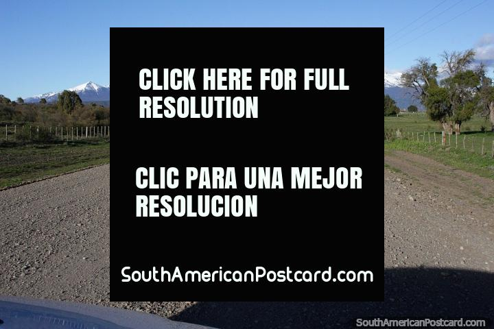 10 minutos fora de Trevelin no caminho de cascalho (Via 259) a borda da Argentina e o Chile. (720x480px). Argentina, América do Sul.