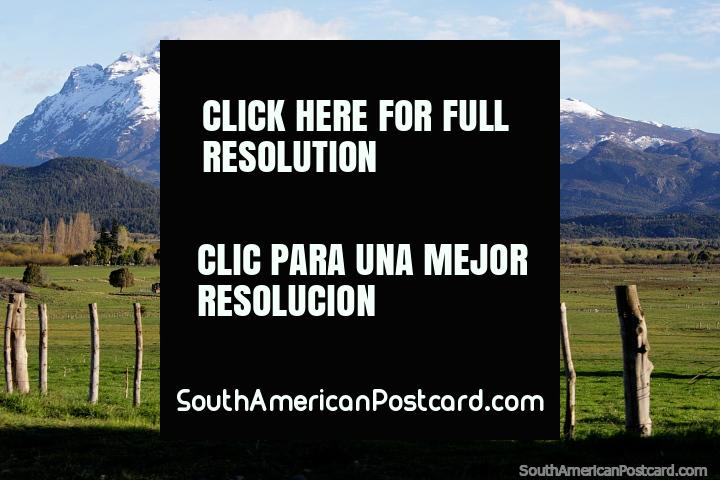 Spectacular views of the mountainous countryside halfway between Trevelin and the border of Argentina and Chile. (720x480px). Argentina, South America.