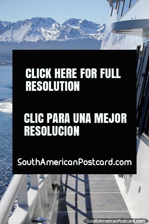 Los viajes en ferry al canal en Ushuaia tienen un precio razonable de alrededor de $80USD. (480x720px). Argentina, Sudamerica.