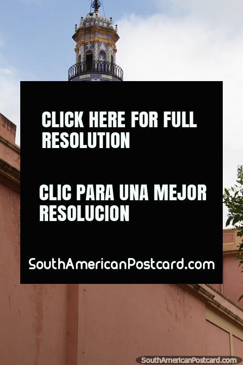Cúpulas da Basïlica de Santo Domingo, o 16o século, datas de construção atuais desde 1861, Córdoba. (480x720px). Argentina, América do Sul.