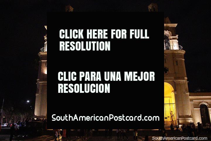 Catedral de Córdoba en la noche con luces en la Plaza San Martín. (720x480px). Argentina, Sudamerica.