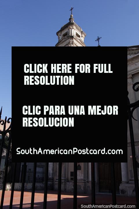 Igreja A nossa Senhora do Roseiral e Convento de Santo Domingo, velha igreja em Santa Fé. (480x720px). Argentina, América do Sul.