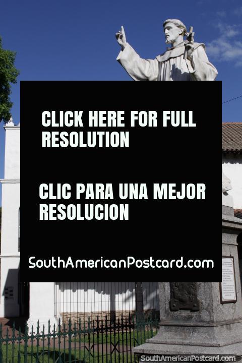 Convento de San Francisco y monumento de Francisco de Asís en Santa Fe. (480x720px). Argentina, Sudamerica.