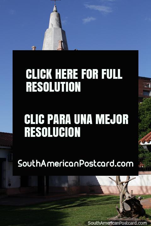 Campanario del Museo Etnográfico de Santa Fe, blanco y rosa. (480x720px). Argentina, Sudamerica.