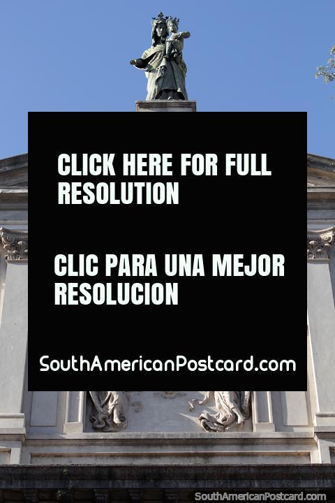 Estátua e fachada de uma igreja na área histórica de Santa Fé, obra de cantaria esculpida. (480x720px). Argentina, América do Sul.